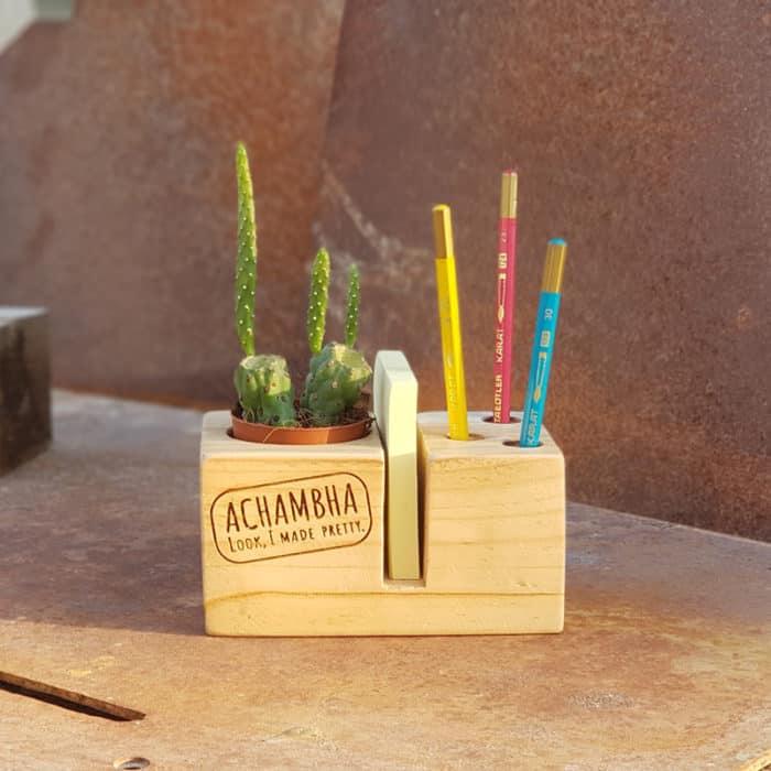 קובבי הקבב - מעמד שולחני - משרדי לפתקים ועטים, עם עציץ/ קובבה אצ'מבה achambha מעמד פתקים ועטים, סטנד לפתקים ועטים - צבע טבעי