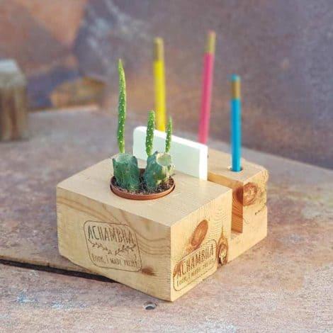 קובבה הקובייה - מעמד שולחני - משרדי לפתקים ועטים, עם עציץ - צבע טבעי/ קובבה אצ'מבה achambha מעמד פתקים ועטים, סטנד לפתקים ועטים - צבע טבעי